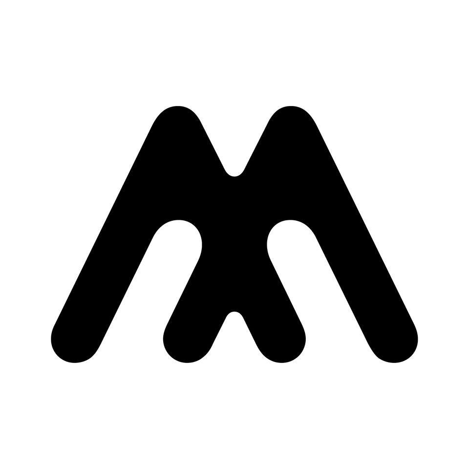 Czarne M